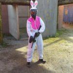 Vrijgezel met konijnenpak